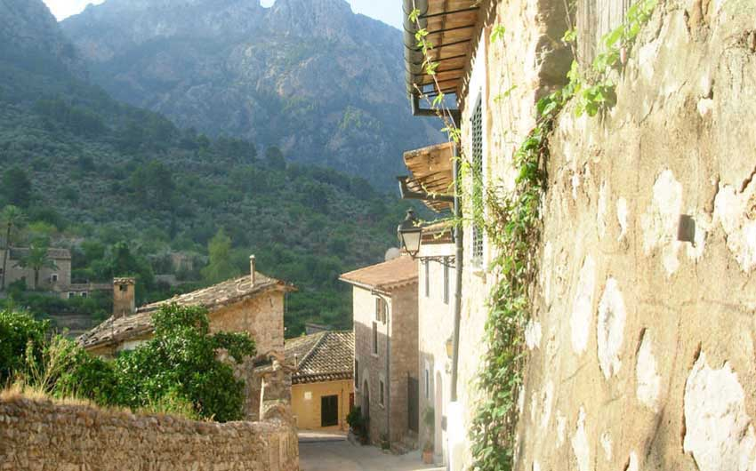 Mallorca Villages with The Little Voyager