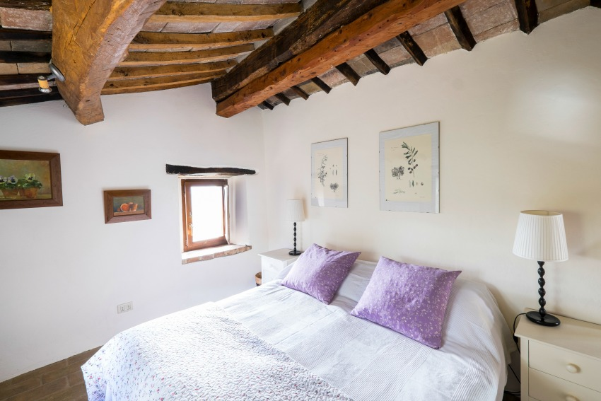 The Umbrian Country Cottages Bedrooms with The Little Voyager