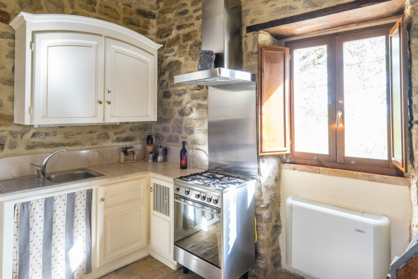 The Umbrian Country Cottages Kitchen with The Little Voyager
