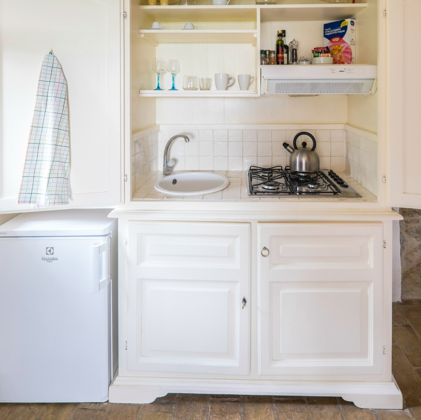 The Umbrian Country Cottages Stalla Kitchen with The Little Voyager
