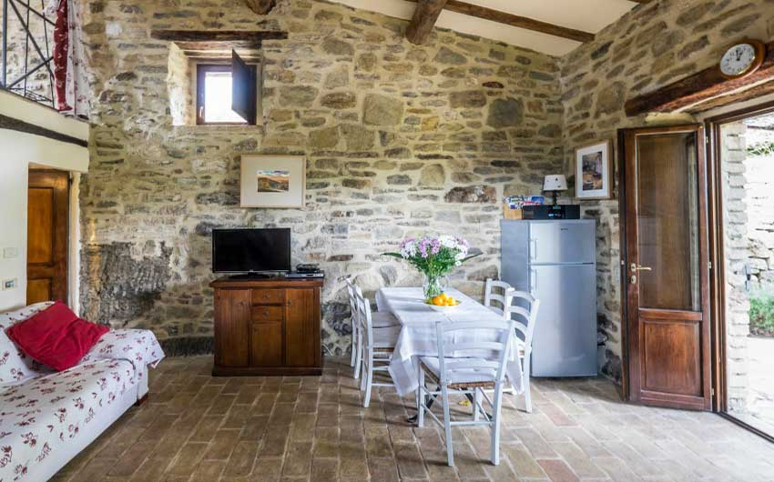 The Umbrian Country Cottages Dining Area with The Little Voyager