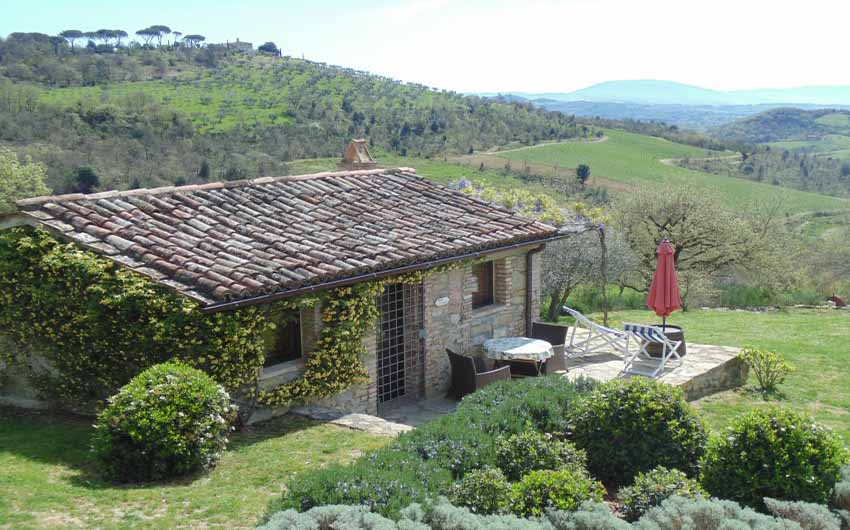The Umbrian Country Cottages Stalla Cottage with The Little Voyager