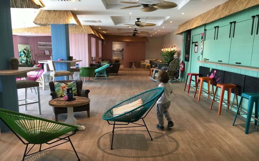 Beach Motel Heiligenhafen Flamingo Bar with The Little Voyager