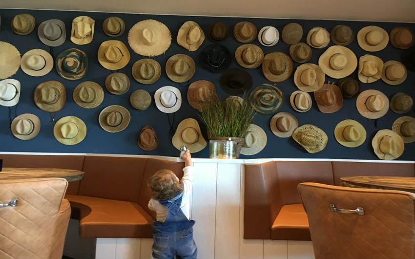 Beach Motel Heiligenhafen Restaurant with The Little Voyager