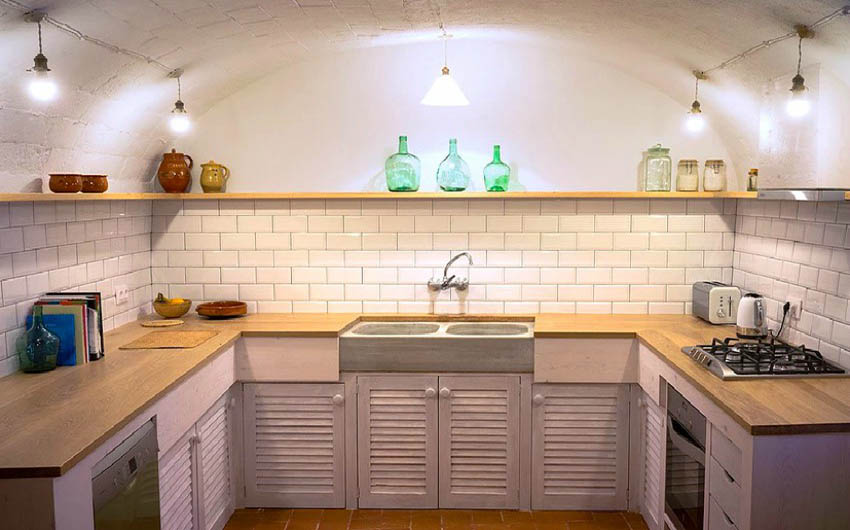 The Catalan Farmhouse Kitchen with The Little Voyager