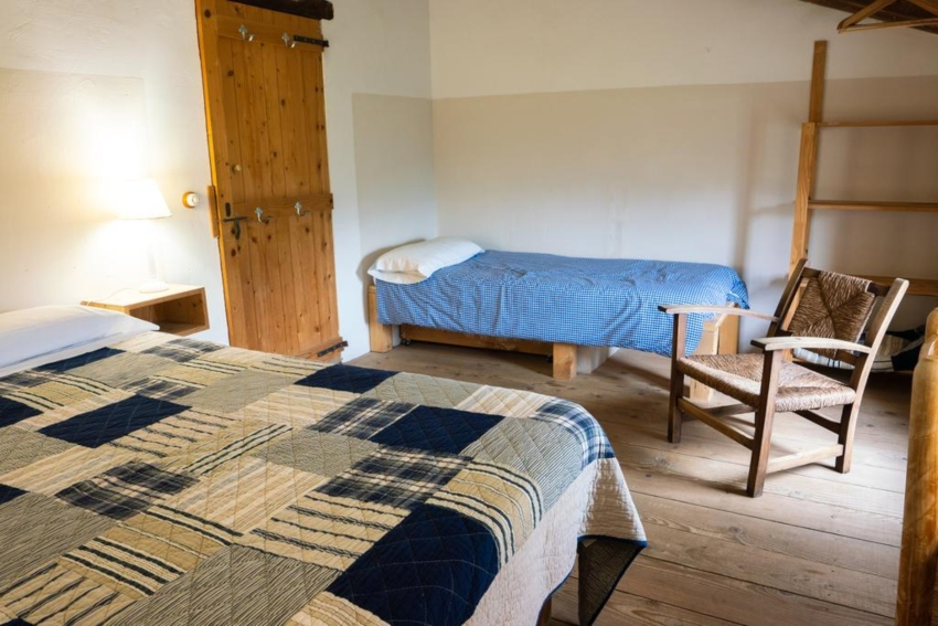 Room with one double and one single bed