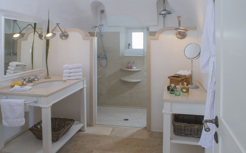 Apulian Twin Apartments Bathroom with The Little Voyager