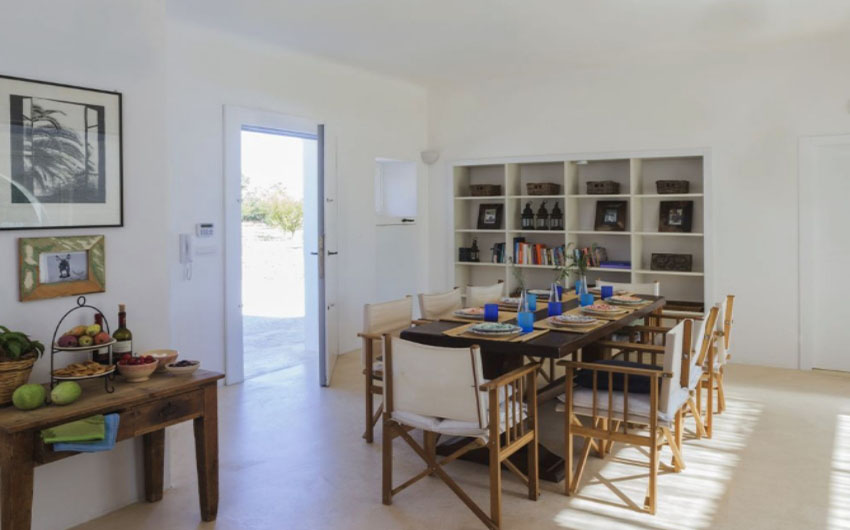 Apulian Twin Apartments Dining Room with The Little Voyager