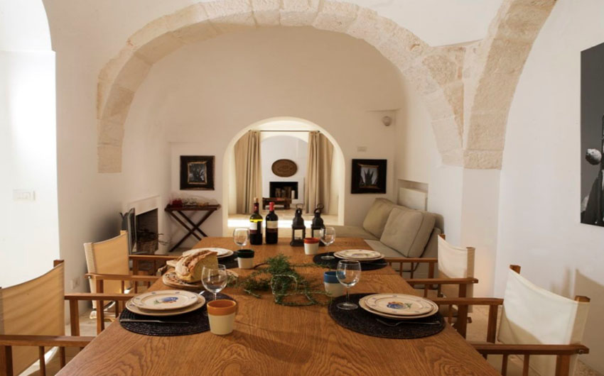 Apulian Twin Apartments Dining Table with The Little Voyager