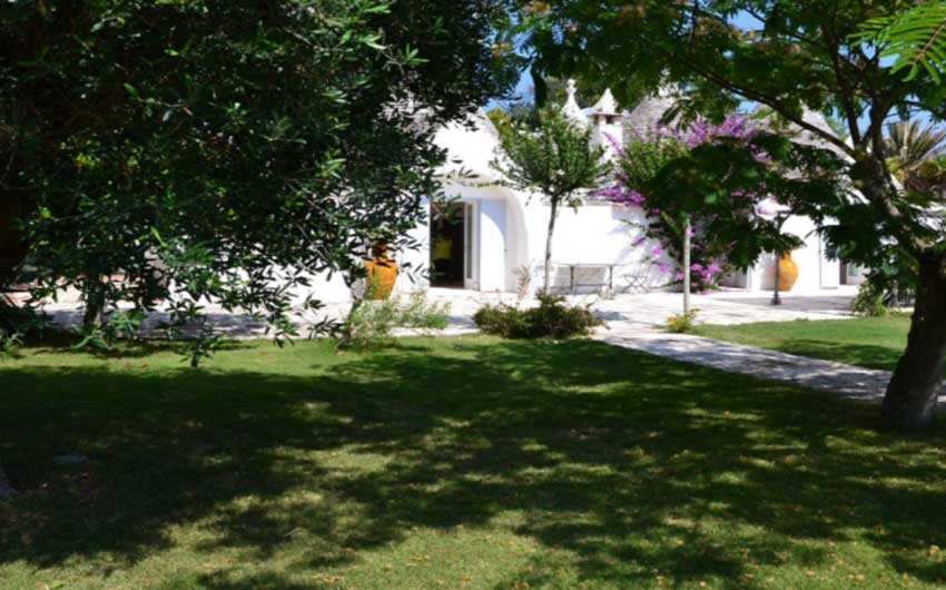Apulian Twin Apartments Garden with The Little Voyager