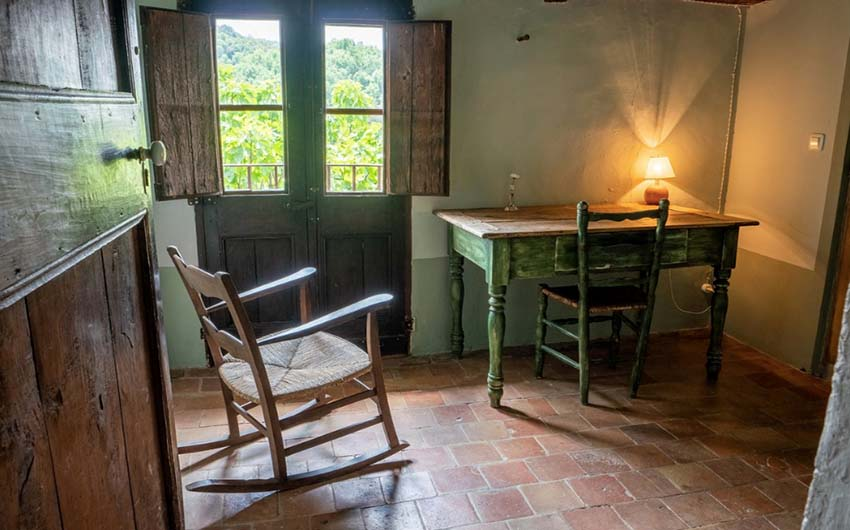 Catalan Rural Escape Quiet Room with The Little Voyager