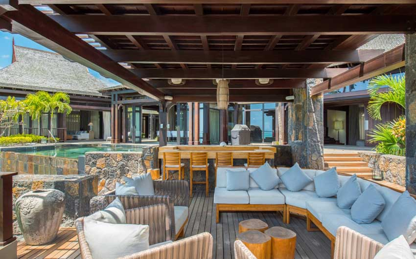 St Regis Resort in Mauritius Bar with The Little Voyager